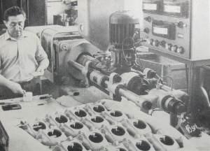 Produkcja polistyrenowej obudowy aparatu (dzial wtryskarek) - RWT, lata 1960-66.